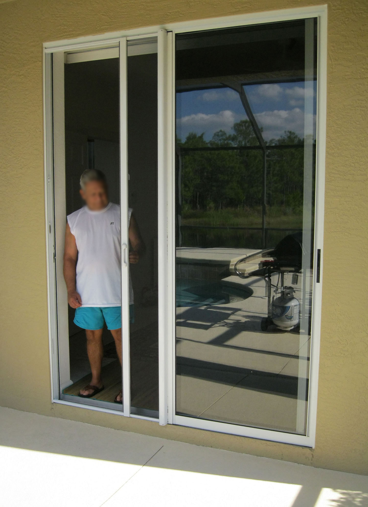 Patio door screens retractable modern patio outdoor for Retractable patio doors